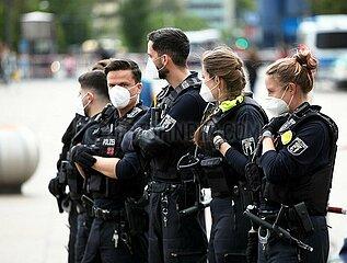 Polizei mit Mundschutz