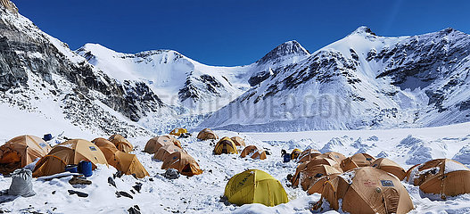 (InTibet) CHINA-Qomolangma-ADVANCE IN SNOW CAMP (CN)