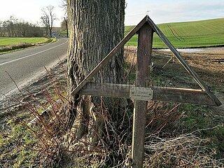 Unfallkreuz an Strassenrand