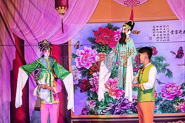 CHINA-HAINAN-MAN-AND-PUPPENSPIEL (CN)