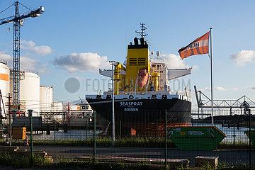 Deutschland  Bremen - Seehafentanklager der Firma HGM im Industriehafen  HGM handelt mit Mineraloel im Bereich b2b
