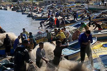 MIDEAST-GAZA-STADT-FISHERMEN