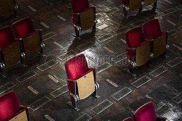 Abstandsregelung im Berliner Ensemble