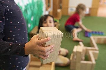 Kinder spielen in der Kindertagesstätte