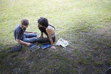 Studierende lernen