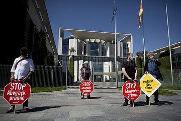 Gegen Abwrackpraemie - Demonstration before coalition summit