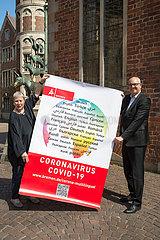 Deutschland  Bremen - Andreas Bovenschulte (SPD)  Bremer Buergermeister und Projektkoordinatorin Birgitt Rambalski praesentieren corona-multilingual