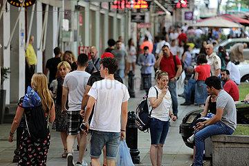 Tiflis  Georgien  Menschen in der Innenstadt