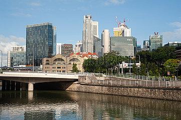 Singapur  Republik Singapur  Stadtansicht mit Fluss und Geschaeftsviertel waehrend Coronakrise (Covid-19)