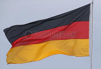 Berlin  Deutschland  Nationalfahne der Bundesrepublik Deutschland