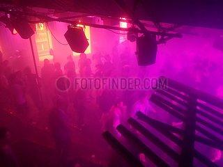 Tanzende in einem Techno-Club