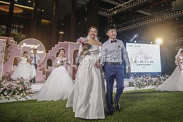 CHINA-HAINAN-BOAO-CORONAVIRUS FIGHTERS-GROUP Hochzeit (CN)