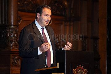 Hamburg  Gregor Baum haelt eine Rede beim Senatsempfang anlaesslich des IDEE 150. Deutschen Derby