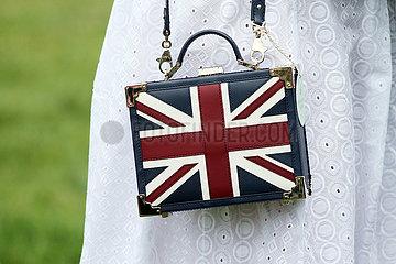 Ascot  Grossbritannien  Handtasche in den britischen Nationalfarben