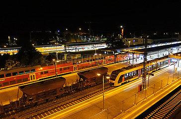 Magdeburg  Deutschland  Blick auf den Hauptbahnhof bei Nacht