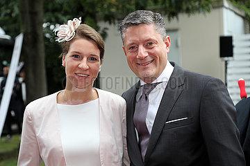 Hannover  Deutschland  Torsten Bugla  Geschaeftsfuehrer des Audizentrum Hannover  mit Ehefrau Nina