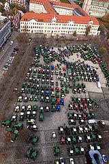 Magdeburg  Deutschland  Protestveranstaltung von Landwirten gegen die Agrarpolitik der Bundesregierung auf dem Domplatz vor dem Landtag von Sachsen-Anhalt