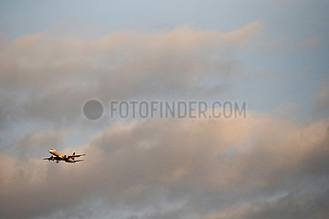 Hannover  Deutschland  Embraer ERJ-195LR der Fluggesellschaft Lufthansa City Line
