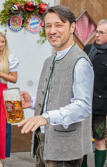 FC Bayern at the Oktoberfest