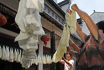 (MASTEROFCRAFTS) CHINA-ZHEJIANG-HUZHOU-SILK-Inheritor (CN)