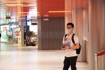 Corona Virus: Menschenmassen beim Shoppen in der Innenstadt