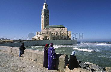 Casablanca  Marokko  Hassan-II.-Moschee vor einem blauen Himmel