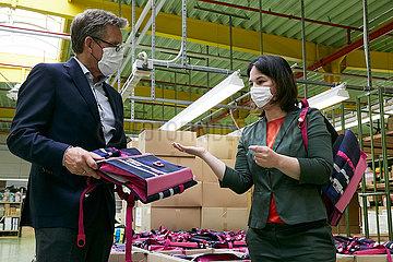 Eberswalde  Deutschland - Annalena Baerbock besichtigt die Produktion der Thorka GmbH.