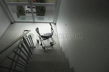 Rollator im Treppenhaus