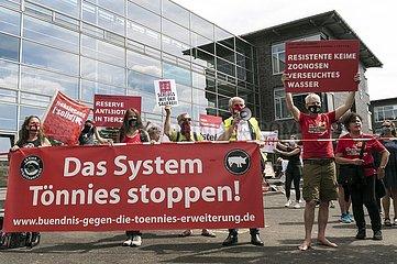 Demonstranten protestieren gegen Tönnies-Erweiterung