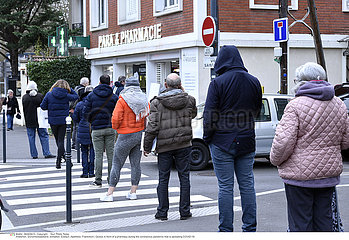 Queue in front of a pharmacy