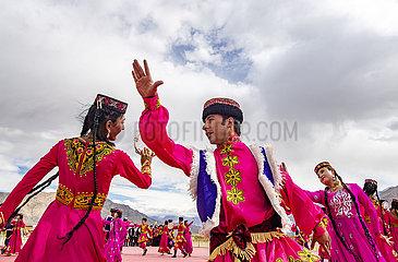 CHINA-XINJIANG-DRAGON BOAT FESTIVAL-PERFORMANCE (CN)