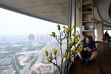CHINA-TIANJIN-Buchhandlung in der Luft (CN)