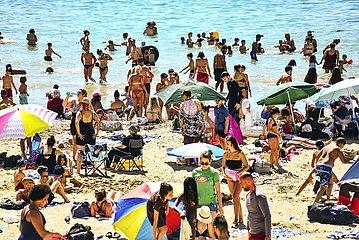 Voller Plage des Catalans bei Marseille