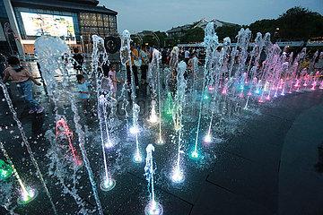 # CHINA-JIANGSU-YANGZHOU-SUMMER-Freizeit (CN)