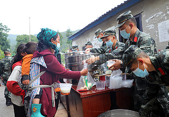 Xinhua Schlagzeilen: China all-out Bemühungen als schwere Regengüsse verheerend macht