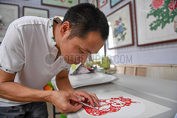 CHINA-JILIN-DISABLED ARTIST-PAPERCUTTING(CN)