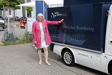 Uebergabe eines elektrisch angetriebenen Infomobils des Bundestages anlaesslich der ?bernahme der EU-Ratspraesidentschaft