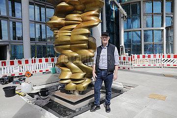 Einweihung der Skulptur Werdendes von Tony Cragg  Marie-Elisabeth-Lueders-Haus