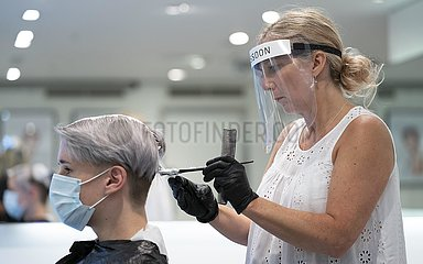 BRITAIN-MANCHESTER-COVID-19-HAIRDRESSERS-REOPENING-PREPARATION
