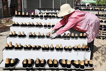CHINA-GANSU-LINXIA-POVERTY ALLEVIATION-SHOES (CN)