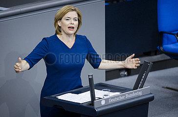 BM Kloeckner spricht im Bundestag