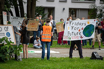 Fridays for Future demonstriert gegen 10 HA Regel