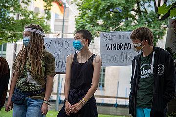 Fridays for Future demonstriert gegen 10 HA Regel
