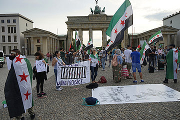Demonstration von Exil-Syrerrn vor Brandenburger Tor