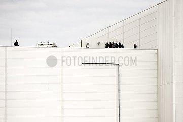Tierschützer besetzen Dach von Tönnies Werk