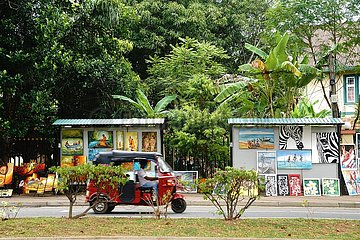 SRI LANKA-COLOMBO-GREEN PATH-ART SHOWS-RETURN