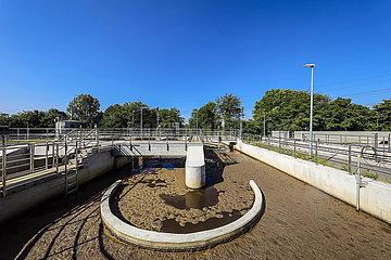 Klaeranlage Voerde  Abwasserreinigung in der modernisierten Klaeranlage  Voerde  Niederrhein  Nordrhein-Westfalen  Deutschland