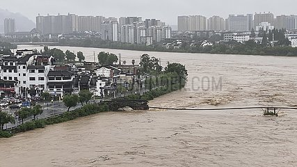 CHINA-ANHUI-HUANGSHAN-FLOOD-ANCIENT BRIDGE-COLLAPSE (CN)