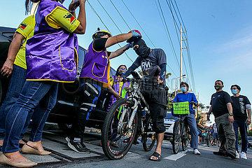 PHILIPPINEN-MANILA-FREE HELME DISTRIBUTION PHILIPPINEN-MANILA-FREE HELME DISTRIBUTION