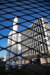 Deutschland  Bremen - Aeltere Ariane-Rakete als Ausstellungsstueck auf dem Gelaende des Bremer Airbus-Werks
